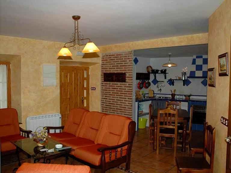 Cocina con salon de la casa del abuelo roman