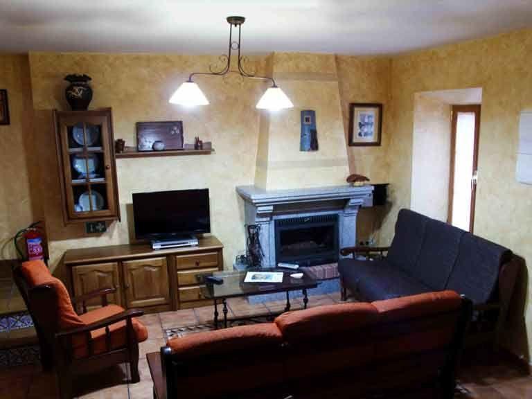 Salon con chimenea de casa del abuelo roman