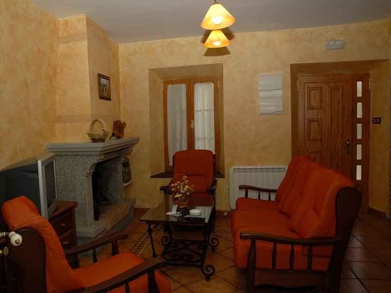 Salon con vista lateral de la casa del abuelo roman