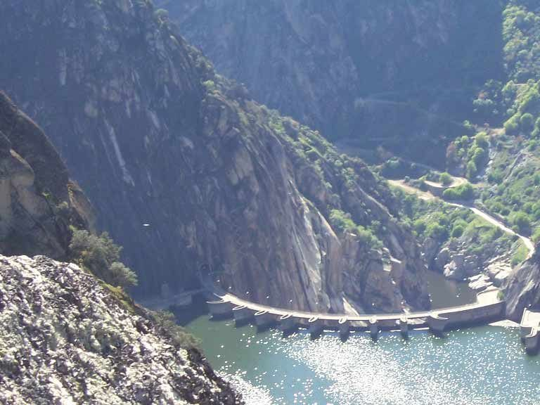 Presa de Aldeadavila vista desde el Salto