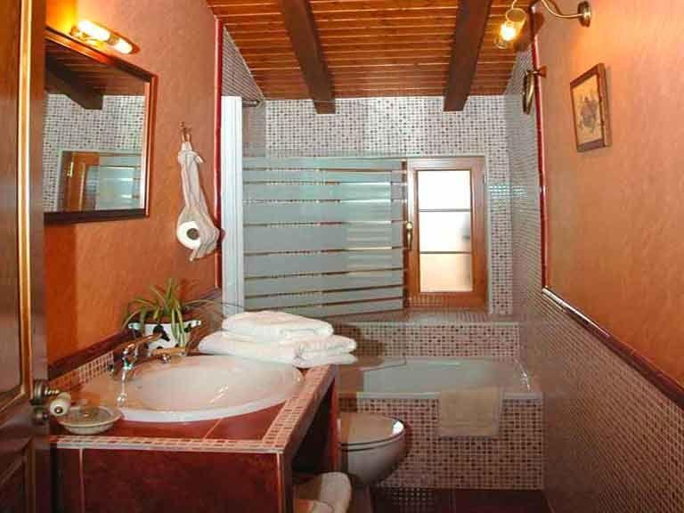 Baño completo planta de arriba en casa del abuelo roman