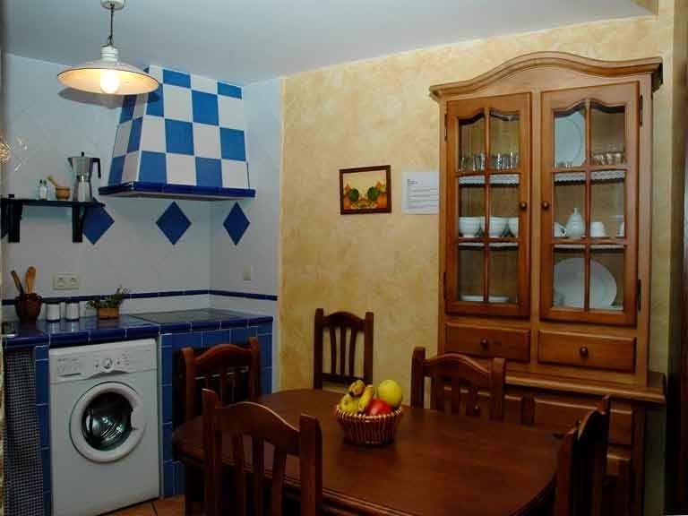 Cocina con todos los elementos en casa del abuelo roman